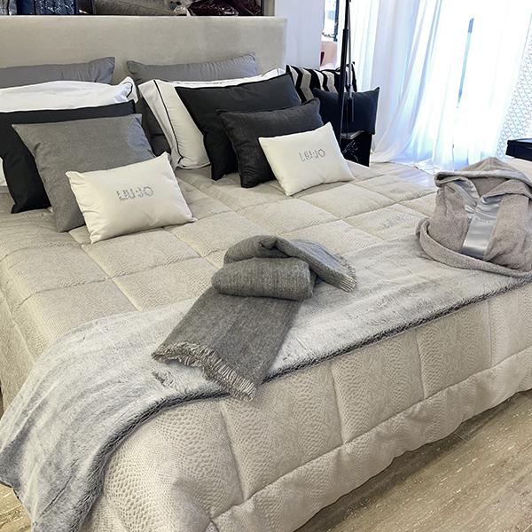 cuscini piumoni letto coperta pail acccappatoio letto matrimoniale